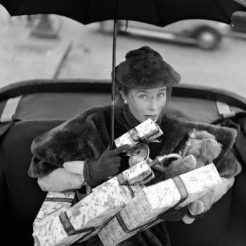 vintage-woman-with-presents