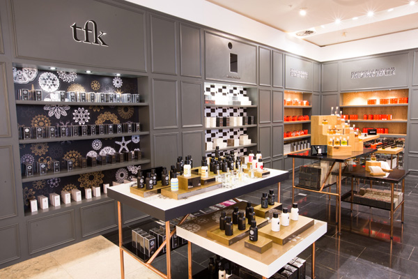SELFRIDGES._Fragrance_and_Candle_Space_on_G_3
