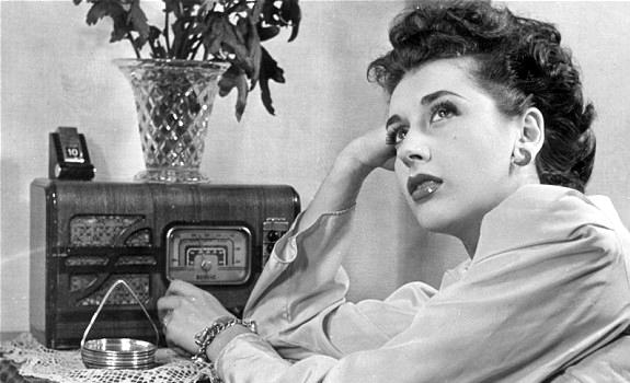 female-radio-listener-vintage-radio-01