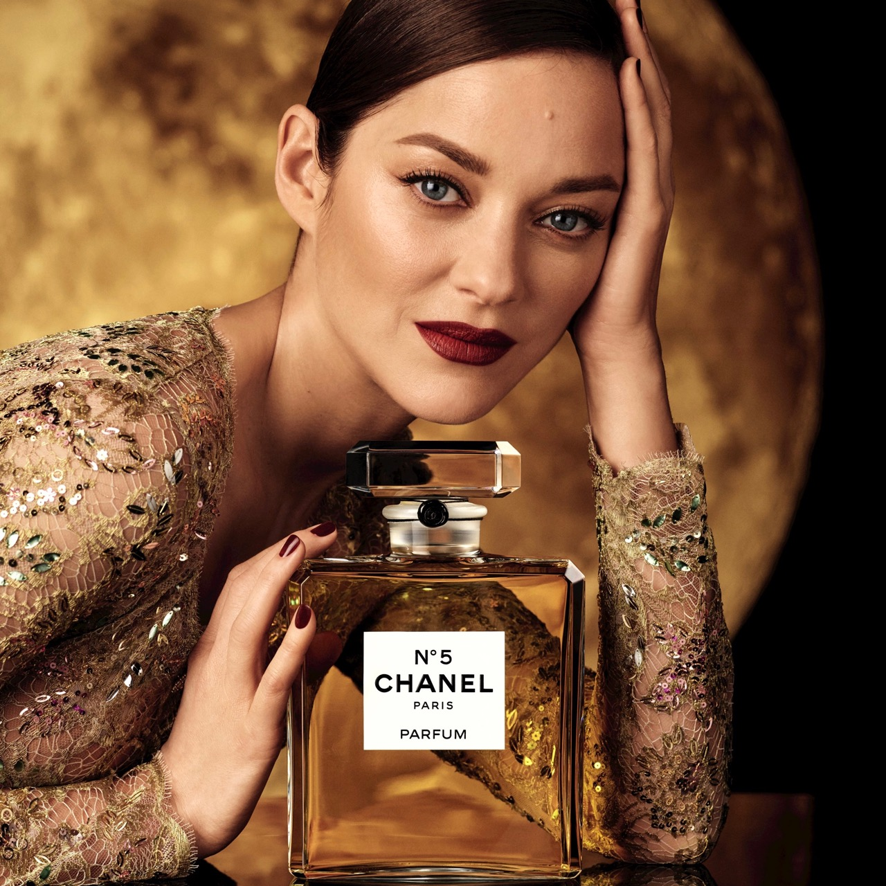Dance on the moon with CHANEL N°5